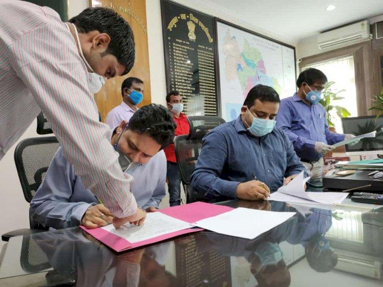 झारखंड: देश के पहले विजुअली चैलेंज्ड आईएएस अफसर राजेश कुमार सिंह ने बोकारो डीसी का पदभार ग्रहण किया
