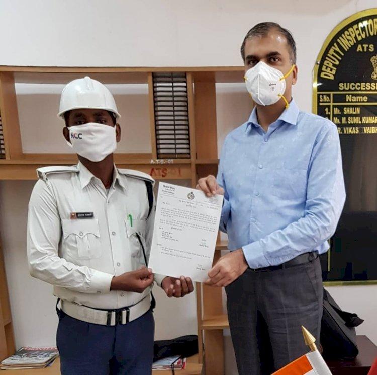 बिहार: ATS DIG विकास वैभव ने बारिश में भींगकर ट्रैफिक जाम छुड़ा रहे कांस्टेबल को किया पुरस्कृत