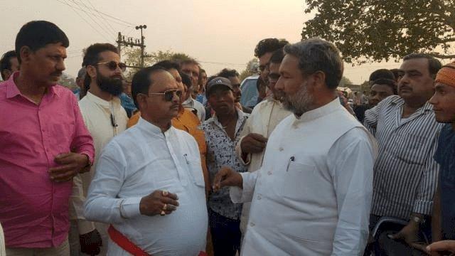 बिहार: बांका में जमीन पर कब्जा करने पहुंचे JDU MLA गोपाल मंडल, ग्रामीणों ने समर्थकों समेत घेरा, नारेबाजी, माफी मांग लौटे