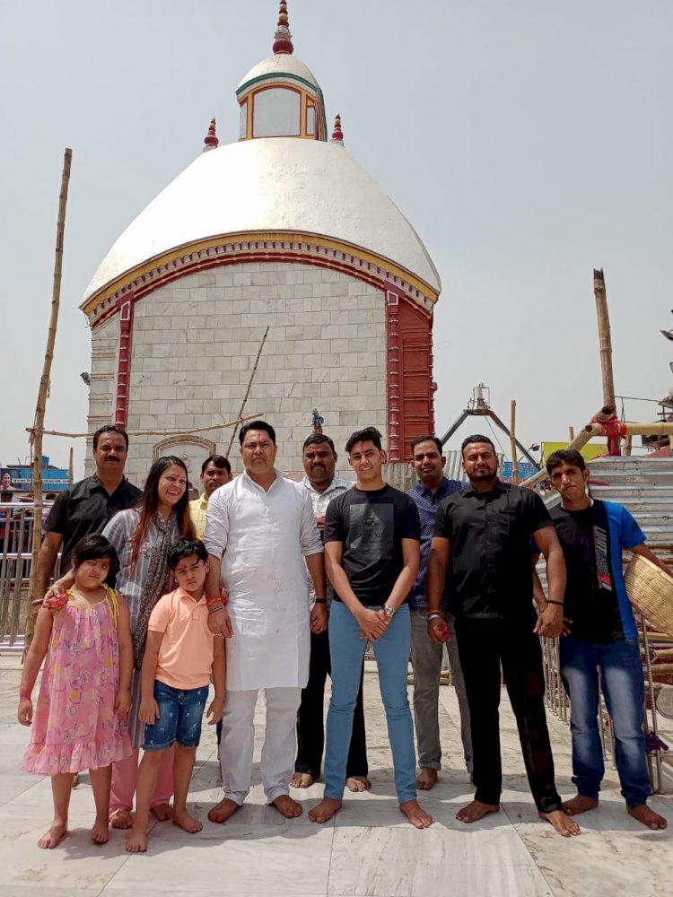 धनबाद: रणविजय सिंह ने परिजनों के साथ तारापीठ में की पूजा-अर्चना