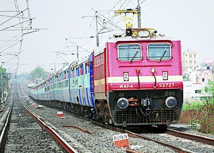 तूफान यास को लेकर रेलवे अलर्ट, 25 और 26 मई को पश्चिम बंगाल की सभी ट्रेनें कैंसिल