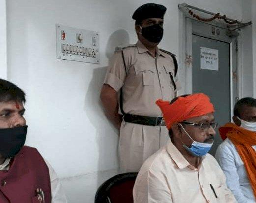 बिहार:जेडीयू MLA गोपाल मंडल ने कटेनमेंट जोन में तोड़ी बैरिकेडिंग, बोले-भूख लगी थी, आखिर मैं करता भी तो क्या करता