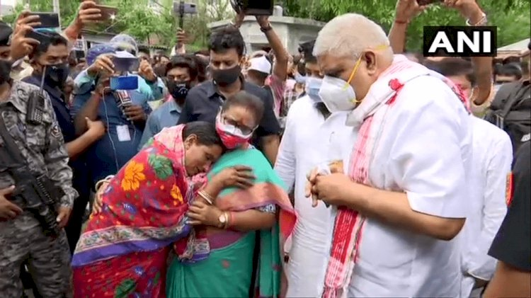 पश्चिम बंगाल: कूचबिहार मे हिंसा पीड़ितों से मिले गवर्नर जगदीप धनखड़, बोले- संविधान की रक्षा मेरी जिम्मेदारी